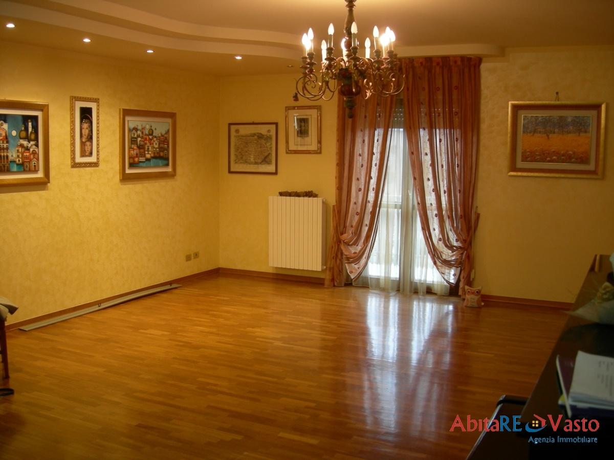 Appartamento in affitto a Vasto, 6 locali, prezzo € 580 | Cambio Casa.it