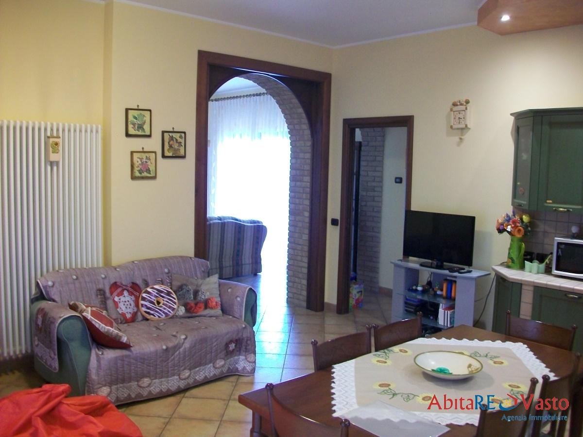 Villa in vendita a Vasto, 9 locali, prezzo € 390.000 | CambioCasa.it