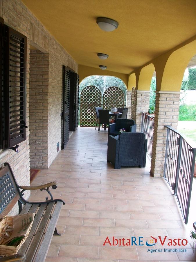 Vendita villa vasto villa indipendente con giardino - Rifiniture giardino ...
