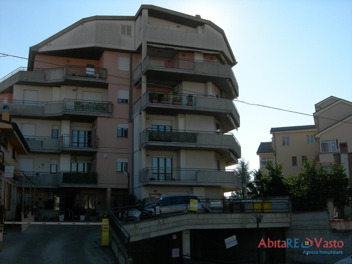 Affitto appartamenti vasto appartamento ben arredato for Contratto locazione immobile arredato